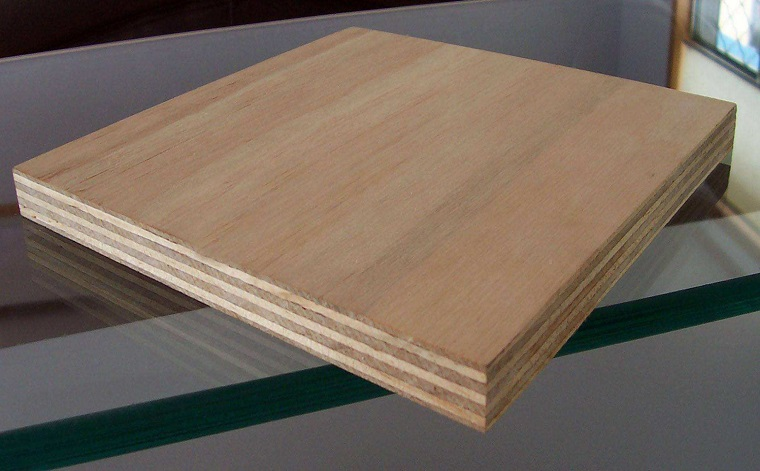 What are the factors that affect the quality of building plywood?